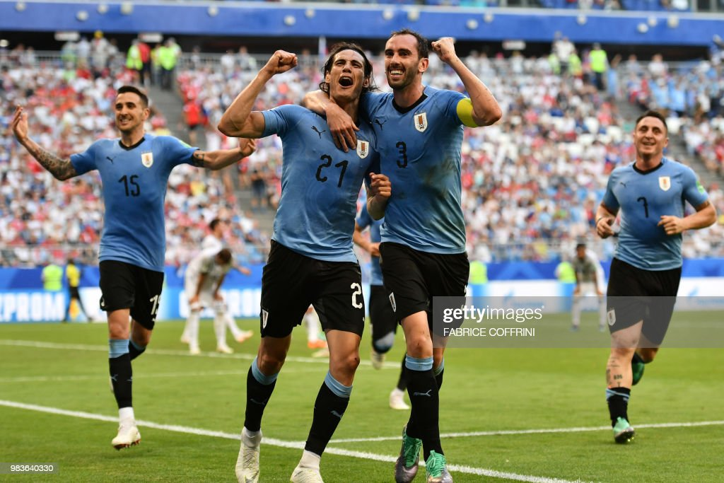 TOPSHOT - Uruguay's forward Edinson Cavani (C-L) celebrates with Uruguay's defender Diego Godin (C-R), Uruguay's midfielder Matias Vecino and Uruguay's midfielder Cristian Rodriguez (R) after scoring a goal during the Russia 2018 World Cup Group A football match between Uruguay and Russia at the Samara Arena in Samara on June 25, 2018. (Photo by Fabrice COFFRINI / AFP) / RESTRICTED