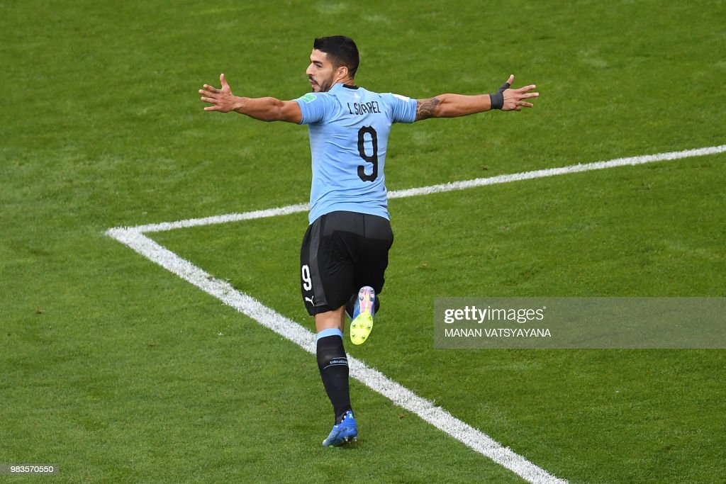 TOPSHOT - Uruguay's forward Luis Suarez celebrates scoring the opening goal during the Russia 2018 World Cup Group A football match between Uruguay and Russia at the Samara Arena in Samara on June 25, 2018. (Photo by Manan VATSYAYANA / AFP) / RESTRICTED