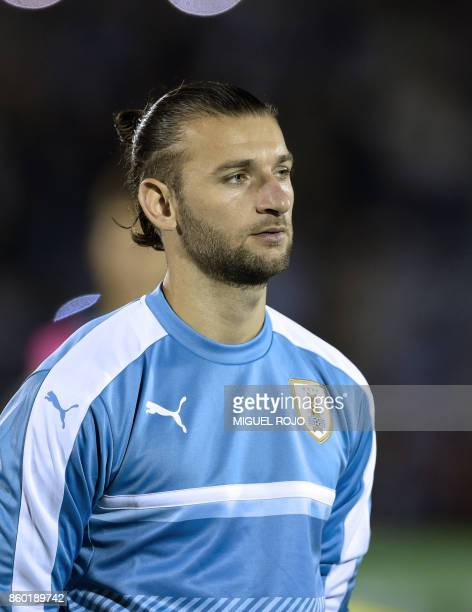 Uruguay's Gaston Silva poses before the 2018 World Cup football qualifier match against Bolivia in Montevideo on October 10 2017 / AFP PHOTO / MIGUEL...