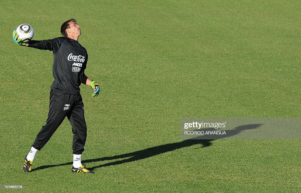 Uruguay's goalkeeper Fernando Muslera takes part in a training session in Kimberley on June 6, 2010. Uruguay will play their first match of the 2010 World Cup against France on June 11 in Cape Town. AFP PHOTO / Rodrigo ARANGUA