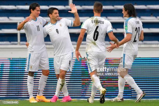 Uruguay's Luis Suarez celebrates with teammates Darwin Nunez , Rodrigo Bentancur and Edinson Cavani after scoring a penalty against Colombia during...