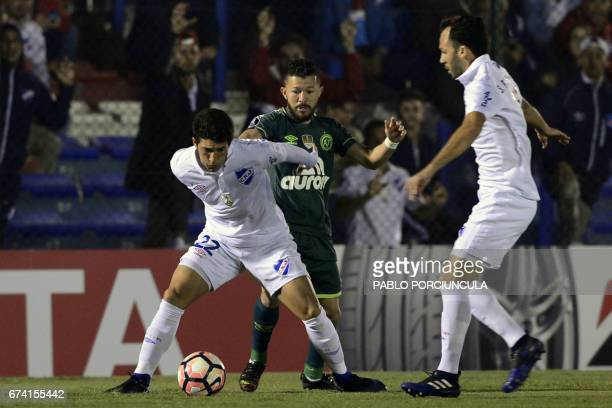 Uruguay's Nacional defender Luis Espino controls the ball marked by Brazil's Chapecoense midfielder Rossi during their Copa Libertadores 2017...
