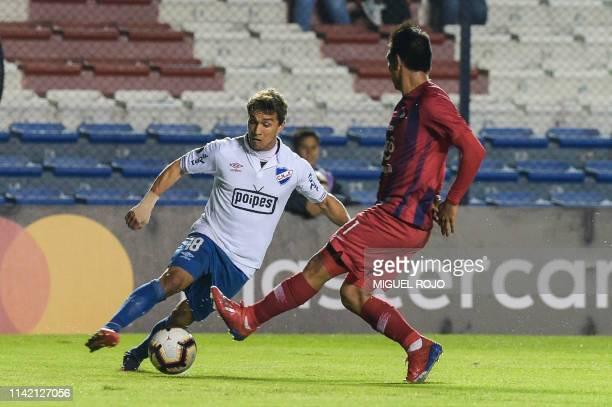 Uruguay's Nacional forward Sebastian Fernandez vies for the ball with Paraguay's Cerro Porteno defender Juan Saiz during the Copa Libertadores...