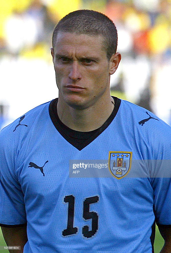 Uruguay's national football team player Diego Perez stands during the official picture before their FIFA World Cup South Africa-2010 qualifier football match against Ecuador, at Atahualpa Stadium in Quito, Ecuador on October 10, 2009.