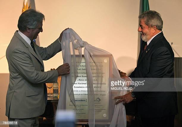 Uruguay's president Tabare Vazquez and Brazil's Luiz Inacio Lula Da Silva unveil a commemorative plaque during the inauguration of the Banco do...
