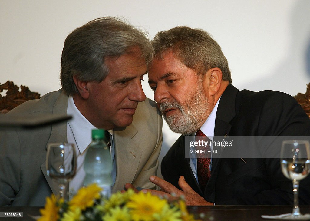 Uruguay's president Tabare Vazquez (L) l : News Photo