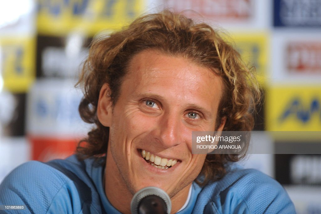 Uruguay's striker Diego Forlan speaks during a press conference in Kimberley on June 6, 2010 ahead of the start of the 2010 World Cup football tournament in South Africa. AFP PHOTO/ Rodrigo ARANGUA