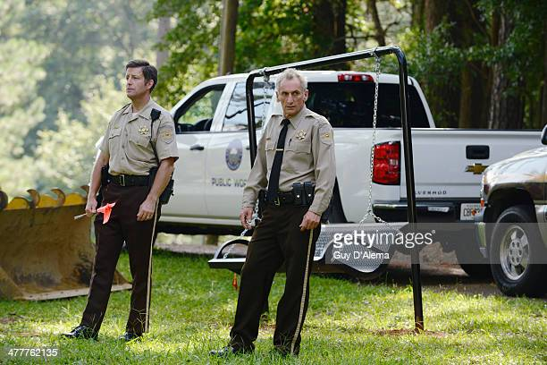 RESURRECTION 'Us Against The World' Bellamy and Sheriff Fred form an uneasy partnership to find Caleb who has gone on the run after Dale's murder...