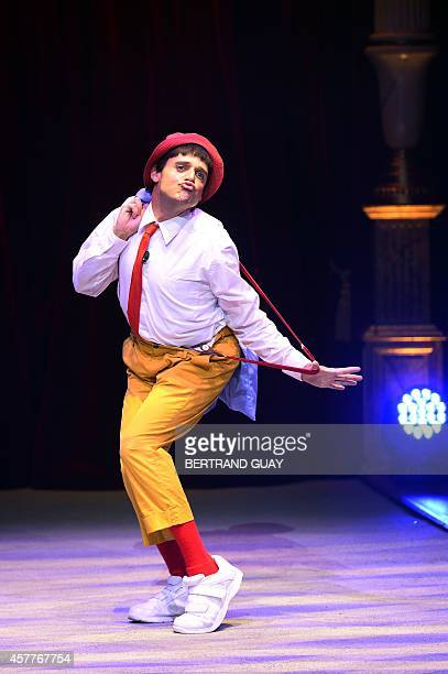 "Us clown Rob Torres performs during ""Geant"", a show by the Bouglione circus at the Cirque d'Hiver in Paris on October 23, 2014. AFP PHOTO/BERTRAND..."