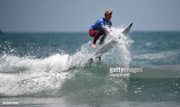 Us' Jordy Collins competes during heat 119 - Round 4 of the 2017 ISA World Surfing Games on May 27, 2017 in Biarritz, southwestern France. / AFP...