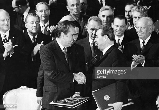 Us president richard m nixon shaking hands with the general secretary of the cpsu central committee leonid brezhnev after signing the strategic arms...
