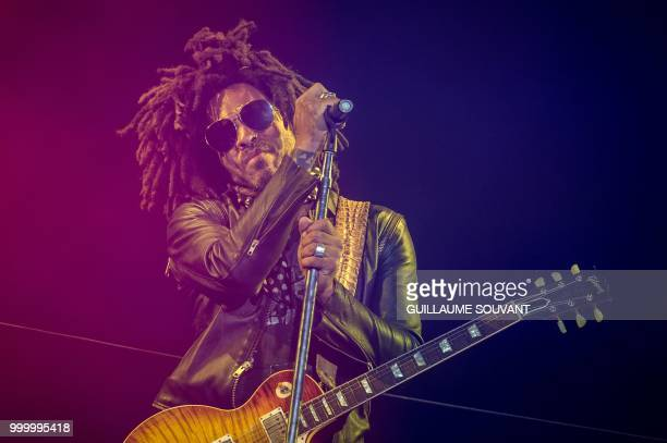 Us singer Lenny Kravitz performs on the stage during the American Tours Festival on July 13 in Tours