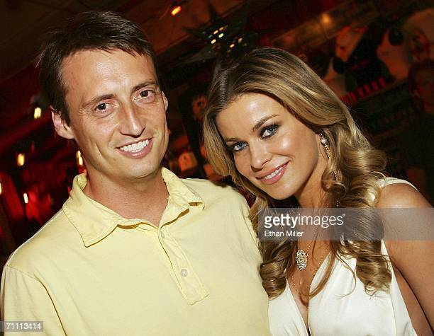 Us Weekly editor Ken Baker and actress Carmen Electra pose after being presented with a check for USD 50000 for their Head to Hollywood charity at...