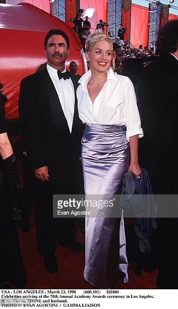 Usa - Los Angeles - March 23, 1998 Celebrities Arriving At The 70Th Annual Academy Awards Ceremony In Los Angeles. Here, Sharon Stone And Husband.