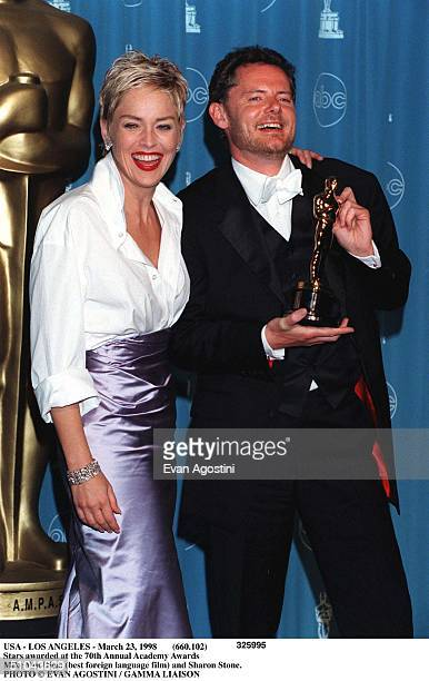Usa - Los Angeles - March 23, 1998 Stars Awarded At The 70Th Annual Academy Awards Mike Van Diem And Sharon Stone.