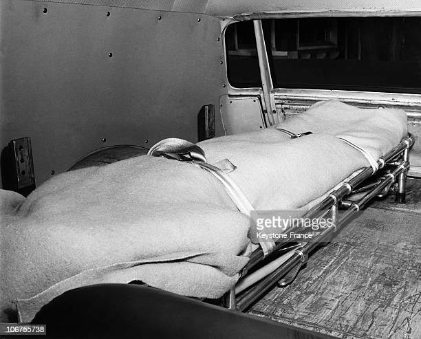 Usa Marilyn Monroe S Body Taken To The Coroner Office August 1962