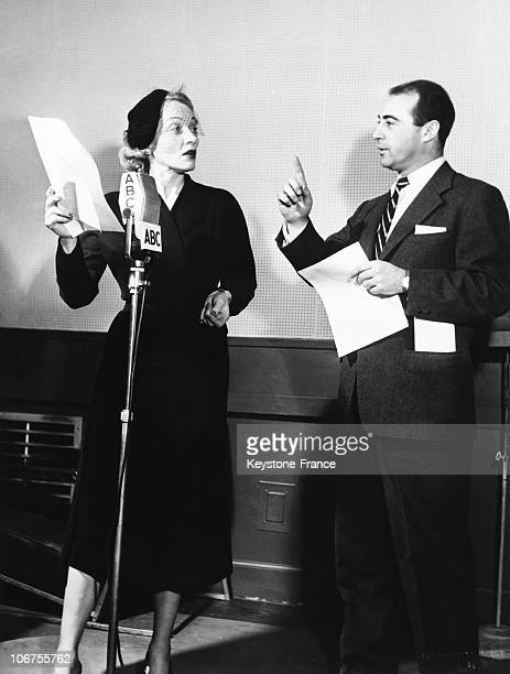 Usa New YorkMarlene Dietrich During A Rehearsal For Her New Radio Series For The Abc Network December 29Th 1951