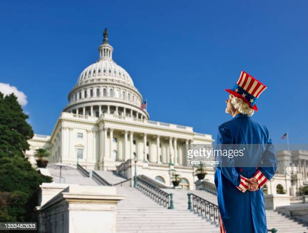 usa, washington dc, uncle sam looking at usa, capital building - capitol building washington dc stock pictures, royalty-free photos & images