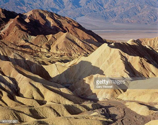 usa,california,death valley,view across rocky landscape - yeowell stock pictures, royalty-free photos & images