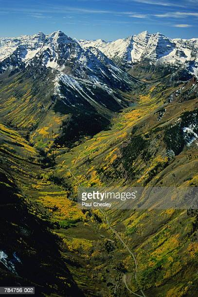 USA,Colorado,Aspen,Maroon Bells and Pyramid Peak in autumn