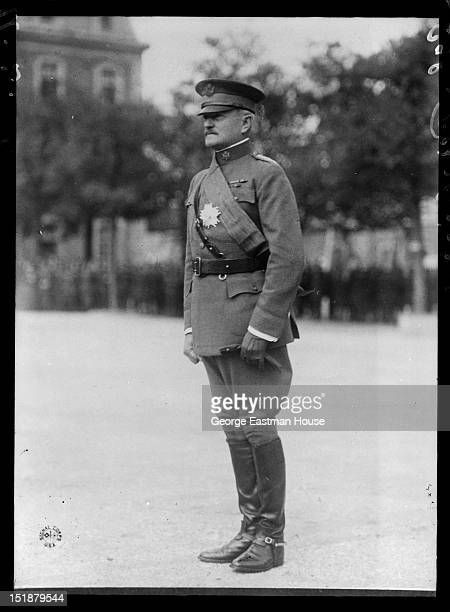 Gal Pershing/:Signal Corps USA, between 1900 and 1919.