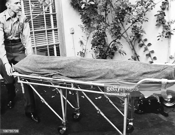 UsaHollywood The Dead Body Of Marylin Monroe Leaving The Villa 1962 August