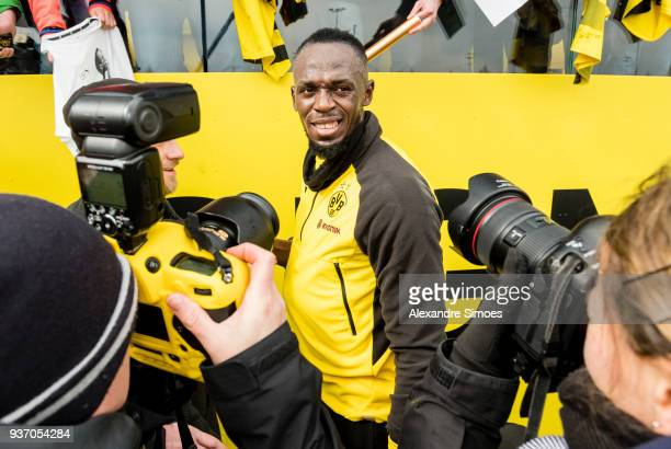 Usain Bolt together with the fans during Borussia Dortmund's training session at the training ground on March 23 2018 in Dortmund Germany
