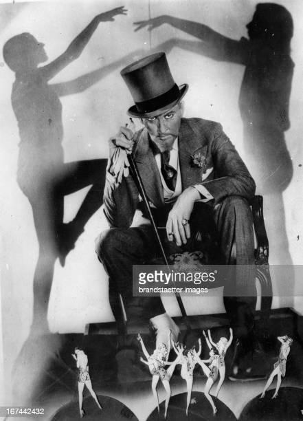 USamerican actor John Barrymore in a scene of the movie SVENGALI 1931 Photograph Der USamerikanische Schauspieler John Barrymore in einer Filmszene...