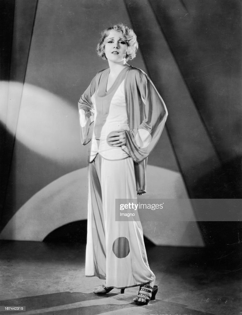 US-american actress Anita Page in a pygama. 1932. Photograph. (Photo by Imagno/Getty Images) Die US-amerikanische Schauspielerin Anita Page in einem Pygama. 1932. Photographie.