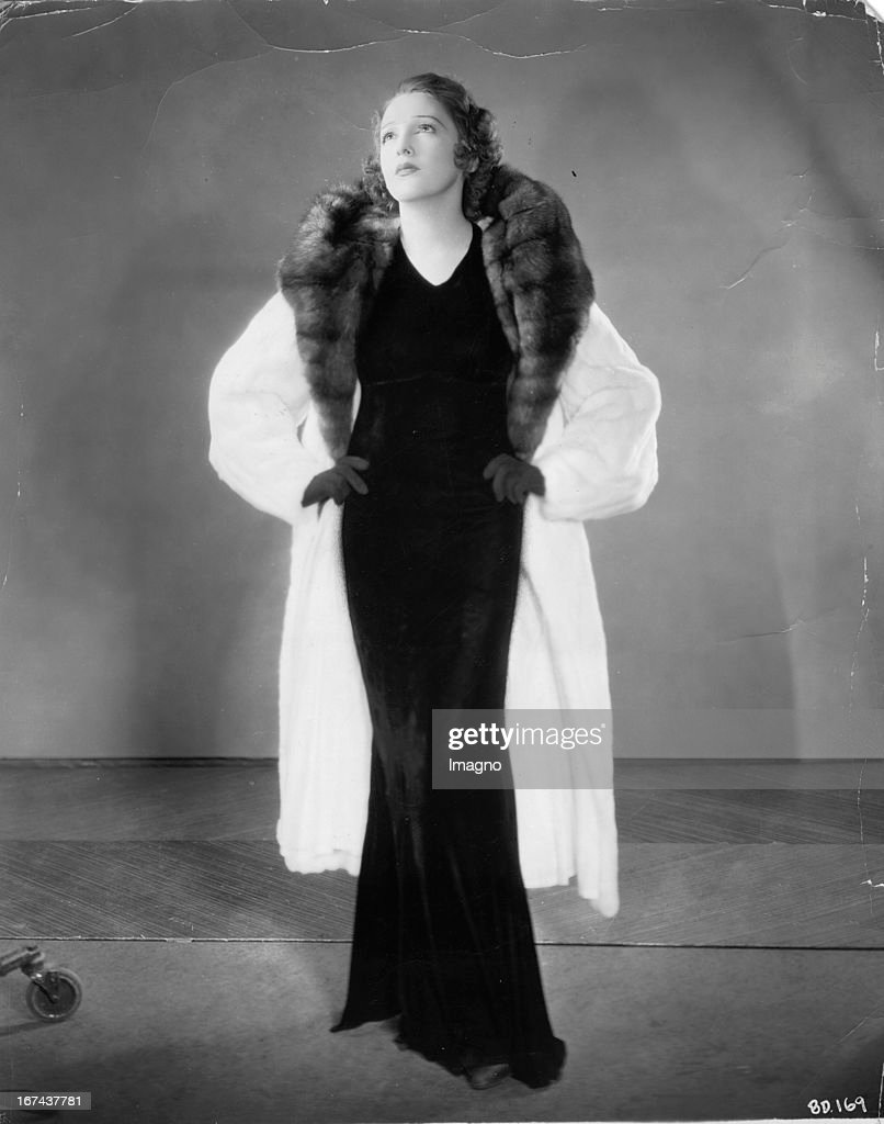 US-american actress Bebe Daniels wears a ermine. About 1930. Photograph. (Photo by Imagno/Getty Images) Die US-amerikanische Schauspielerin Bebe Daniels trägt einen Hermelin. Um 1930. Photographie.