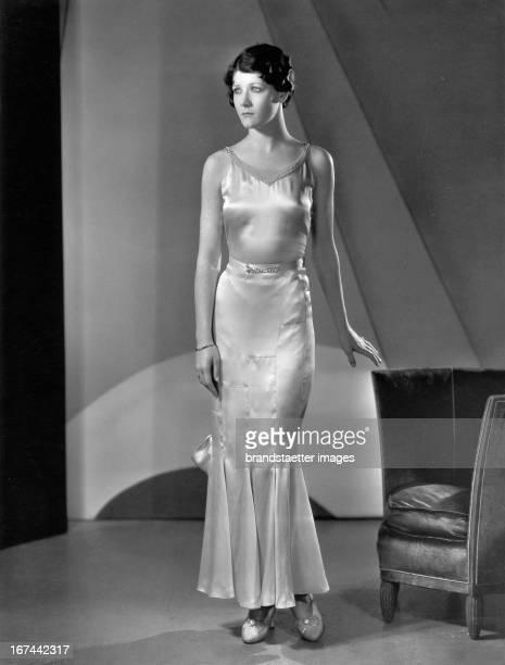 USamerican actress Penny Singleton in an evening dress 1932 Photograph Die USamerikanische Schauspielerin Penny Singleton in einem Abendkleid 1932...