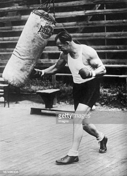 USamerican boxer and world heavyweight champion of 19321933 Jack Sharkey at his training with the punching bag before his fight with Max Schmeling...