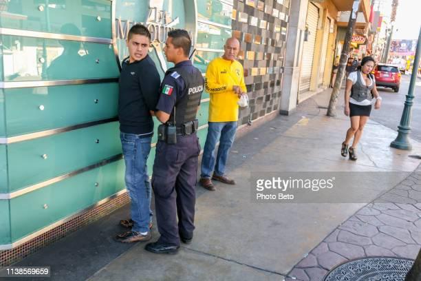 verenigde staten/mexico border-tijuana - hoeren stockfoto's en -beelden