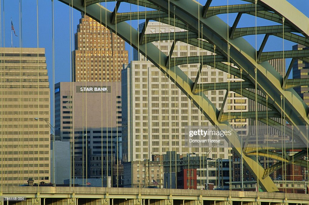 USA,Ohio,Cincinnati,view across Daniel Bearde Bridge to city centre : Stockfoto