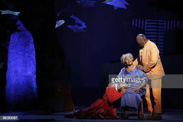 USborn soprano Adina Aaron Treemonisha US mezzosoprano Grace Bumbry the mother and Jamaicanborn bassbaritone Sir Willard White the father perform in...