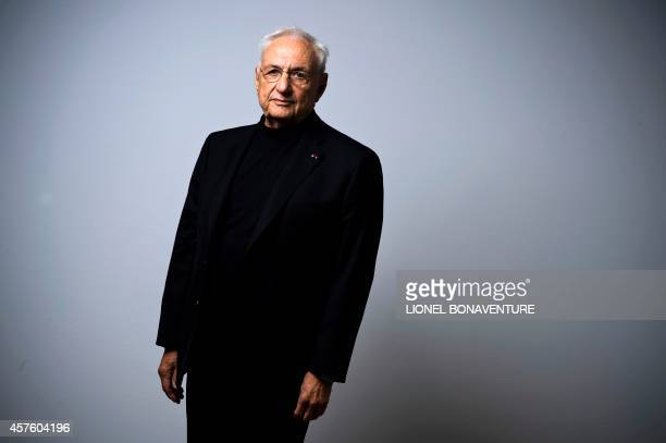 Canadian architect Frank Gehry poses on October 21, 2014 at the Georges Pompidou - Beaubourg art center in Paris. AFP PHOTO / LIONEL BONAVENTURE