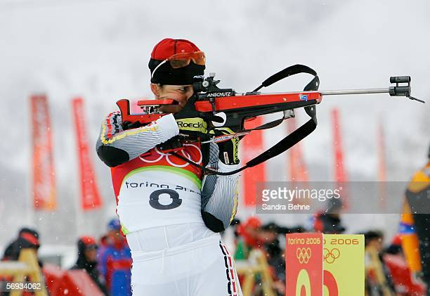 Uschi Disl of Germany shoots during the Womens Biathlon 125km Mass Start Final on Day 15 of the 2006 Turin Winter Olympic Games on February 25 2006...