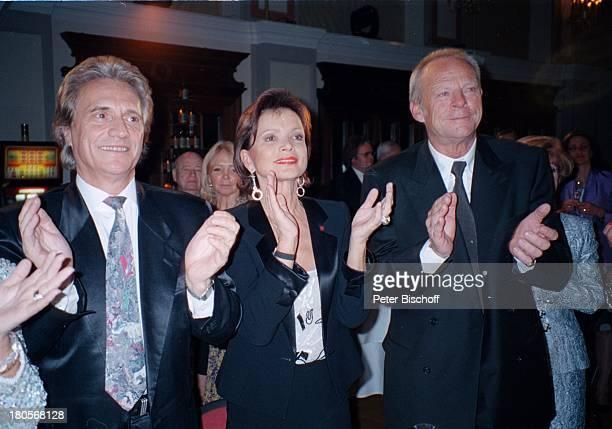 """Uschi Glas , Ehemann Dr. Bernd Tewaag;, Name folgt, Feier zum 70. Geburtstag von K A R L S P I E H S, Baden bei Wien/; sterreich, """"Casino"""",..."""