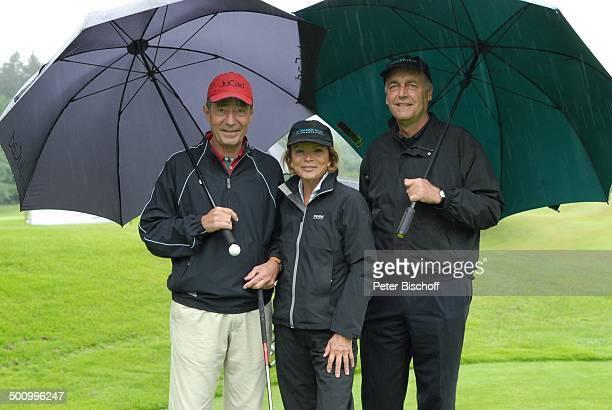 Uschi Glas Frank Wössner Dr Dieter Frank GolfVeranstaltung Bavaria Film Cup 2007 Golfclub München Riedhof München Bayern Deutschland Europa im Regen...