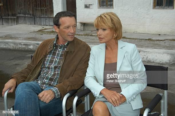 Uschi Glas Michael Roll ZDFMiniSerie Zur Sache Lena Aying bei München Bayern Deutschland Europa RegieStuhl Schauspieler Schauspielerin Promi NB E PNr...
