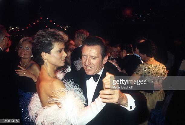 Uschi Glas Minister Dr Karl Hillermeier Filmball 1985 Tanz Abendkleid Stimmung Musik