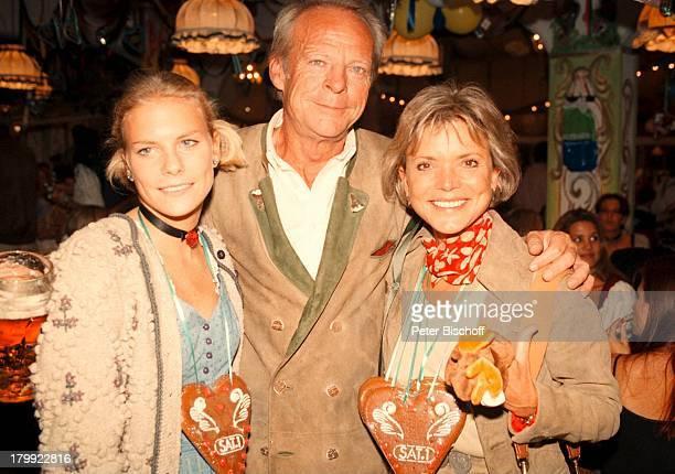 Uschi Glas mit Ehemann Bernd Tewaag und;Vanessa Soboleski, Münchner Oktoberfest 98,
