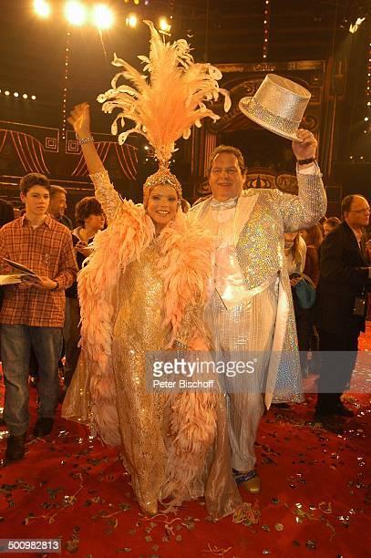 Uschi Glas Ottfried Fischer ARDBenefizZirkusGala Stars in der Manege München Deutschland PNr 1465/2005 Circus Krone kostümiert MarabuFedern...