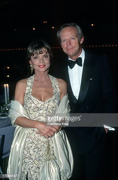Uschi Glas Und Ehemann Bernd Tewaag Beim Ball Des Sports 1995 In Wiesbaden