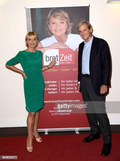 Uschi Glas und Hannelore Lay _Verein brotZeit _bedanken sich bei 190 Hamburgern für Ihre Spenden Schauspielerin Uschi Glas und ihr Mann der...