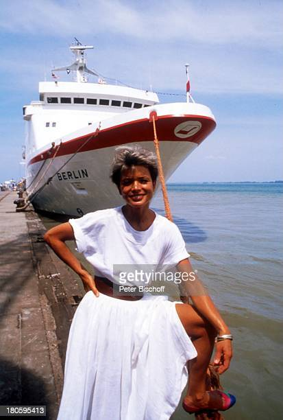 Uschi Glas ZDFTraumschiff Folge 13 Thailand Episode Das verpaßte Schiff III Staffel Kreuzfahrtschiff Kreuzfahrt Schiff MS Berlin Meer Mole Hafen...