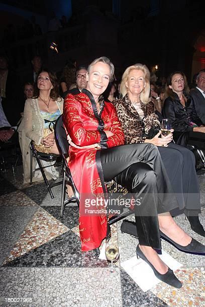 Uschi Zu Hohenlohe Oehringen Und Prinzessin Elisabeth Von Sachsen Weimar Bei Der 2Nd International Fashion Night Munich Am 030907 In München