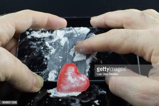 use the smart phone screen for drug abuse - sniffare droga foto e immagini stock
