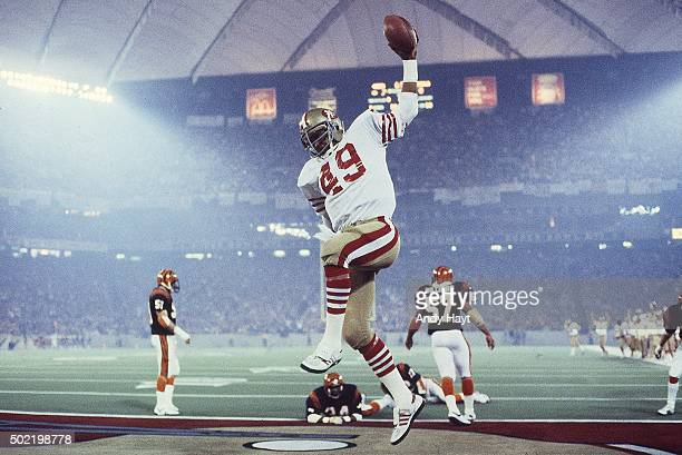 Super Bowl XVI San Francisco 49ers Earl Cooper in action scoring touchdown vs Cincinnati Bengals at Pontiac Silverdome Cover Pontiac MI CREDIT Andy...
