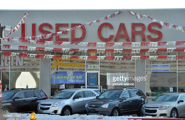 Used car dealer with the logo 'Used Cars' pictured in the city centre of Detroit, United States of America, 12 January 2014. Photo: Uli Deck/dpa  ...